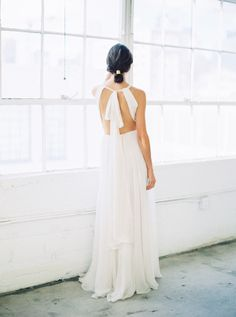 I am firm believer in the power of simplicity—letting a few high-impact details define your wedding style and allowing the true beauty to shine. From a drama-free dress paired with black heels to a minimalist invitation suite to an overflowing