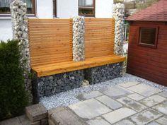Combine and fill gabions with wood - Garten Gabion Fence, Gabion Wall, Wood Pallet Furniture, Garden Furniture, Exterior Handrail, Casas Country, Outdoor Fun, Outdoor Decor, Garden In The Woods