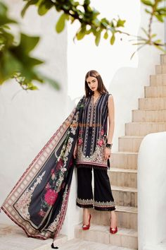 BAROQUE Light Party Wear And Formal Wear at Retail and whole sale prices at Pakistan's Biggest Replica Online Store New Pakistani Dresses, Pakistani Suits Online, Pakistani Dress Design, Best Designer Suits, Suits Online Shopping, Pakistani Street Style, Suit Pattern, Stylish Dresses For Girls, Print Chiffon