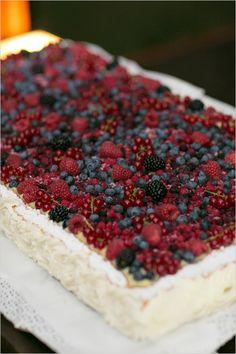 wedding cake | fresh berry cake | Italian wedding | wedding desserts | #weddingchicks