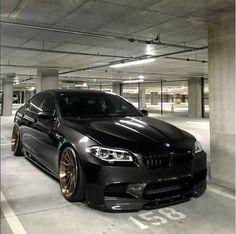 BMW F10 M5 black slammed