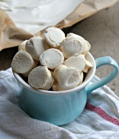 homemade mini marshmallows, paleo/gaps friendly, easy and healthy! thesproutingseed.com