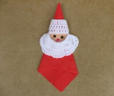 Free Christmas napkin holder pattern to crochet.  This Santa napkin holder will impress your friends at your Christmas party.  He is fast and easy to make and adds a personal touch to the table.