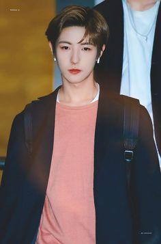 Renjun || NCT || Photo °>>° #nct #renjun #nctrenjun #nctdream #nctdreamrenjun Nct 127, Nct Dream Renjun, Johnny Lee, Nct Dream Members, Huang Renjun, Kpop, Winwin, Mark Lee, Taeyong
