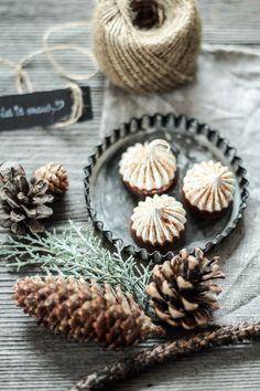 Macarons, Christmas Inspiration, Tis The Season, Advent, Food To Make, Desserts, Recipes, Cupcake, White Chocolate