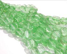 Cristal luneta plana, color verde, tira con  37 piezas, medida 8 mm, $45, Precio especial a mayoristas.