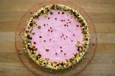 Da min far havde fødselsdag her d.27 juni, lavede jeg denne hindbærfromage kage til ham. Han ønske mht. kagen var noget let, frisk og noget med bær, derfor blev det til denne lille kreation. Ingred…