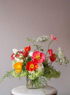 ♆ Blissful Bouquets ♆ gorgeous wedding bouquets, flower arrangements floral centerpieces - Honey of a Thousand Flowers poppies Ikebana, Fresh Flowers, Wild Flowers, Beautiful Flowers, Flowers In A Vase, Draw Flowers, Bright Flowers, Flowers Nature, Exotic Flowers