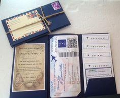 invitaciones de boda originales, invitación de boda como billete de avión en sobre azul atado con cuerda