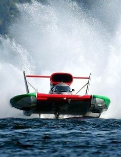 Steven David in the O'Boy Oberto H1 Unlimited Hydroplane circle boat.