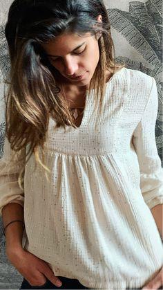 C'est notre petite star à nous, la blouse Emmanuelle qui se porte partout et surtout pas trop compliquée à réaliser. Et quand on vous demandera où vous l'avez trouvée, nous n'aurez qu'à dire que vous l'avez faite vous même :) tout SIM-PLE-MENT 😍.