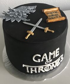 Game of thrones cake Game of Thrones Kuchen Bolo Game Of Thrones, Game Of Thrones Kuchen, Game Of Thrones Theme, Game Of Thrones Costumes, Game Thrones, Game Of Thrones Birthday Cake, Bolo Star Wars, Gateau Harry Potter, Birthday Cake Decorating