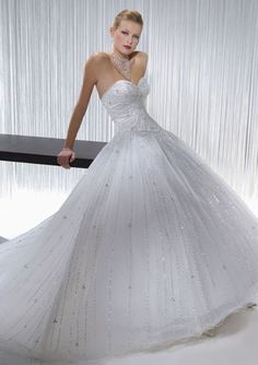 A-Line/Princess Sweetheart Chapel Train Satin Tulle Wedding Dresses with Beadwork