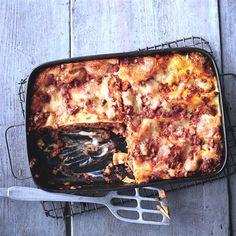 Lasagne Bolognese Rezept WW Deutschland - Famous Last Words Lasagna Bolognese, Bolognese Recipe, Plats Weight Watchers, Weight Watchers Meals, Weightwatchers Recipes, Zucchini, Good Food, Mozzarella, Food And Drink
