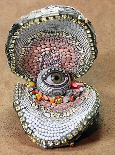 bead art Mind-Blowing Bead Creations by Betsy Youngquist Art Perle, Arte Popular, Assemblage Art, Eye Art, Mosaic Art, Mind Blown, Beaded Embroidery, Altered Art, Art Inspo