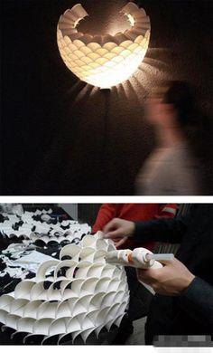 ❀ 一次性纸杯灯罩.尝试收集起废旧的纸杯,一分为二.做一个充满艺术感的灯罩.环保又美观.❀