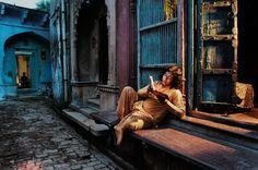 Vrindavan, India ~ Reading | Steve McCurry