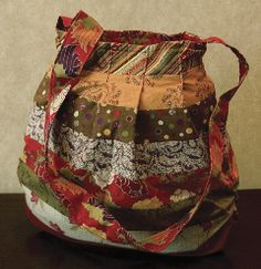 Round Trip Bag - Free PDF Pattern A pieced and pleated hobo style purse that you could use every day.  Finished Size: 16 x 16