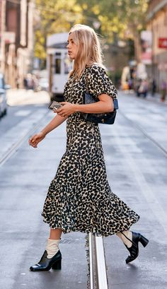 7 Painfully Easy Outfits I Recommend to My Busy Friends Simple Outfits, Stylish Outfits, Cool Outfits, Summer Outfits, Ankle Boots Dress, Dress With Boots, Sweaters And Jeans, Blouse And Skirt, Fashion 2020
