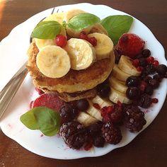 My Casual Brunch: Panquecas de banana e côco e acompanha com frutos ...