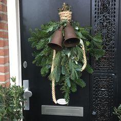 Outdoor Christmas, Rustic Christmas, Christmas Holidays, Christmas Wreaths, Winter Time, Winter Holidays, Holiday Crafts, Holiday Decor, Garden Doors