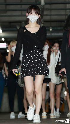 Kpop Girl Groups, Kpop Girls, Red Velvet アイリン, Sakura Miyawaki, Mask Girl, Yu Jin, Japanese Girl Group, My Muse, Airport Style