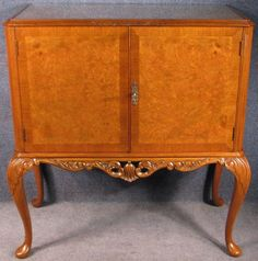 1930s Queen Anne Style Burr & Figured Walnut Low 2 Door Drinks Cocktail Cabinet #QueenAnne #DrinksCocktailCabinet