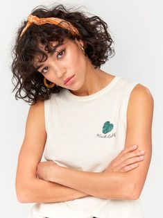 Sorry I can't come to your party, I have to water my plants. Curly Hair With Bangs, Curly Hair Cuts, Curly Hair Styles, Bob Haircut Curly, Short Curly Haircuts, Short Curly Bob, Messy Hairstyles, Pretty Hairstyles, Hair Inspo
