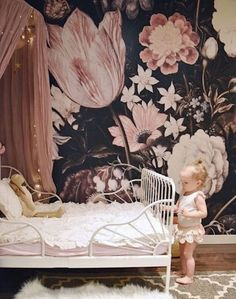Scarlett's Fairytale Room - papel tapiz floral oscuro, Nursery Room, Girl Nursery, Baby Room, Nursery Decor, Nursery Ideas, Wall Decor, Wall Art, Bedroom Kids, Trendy Bedroom