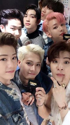 GOT7. BRUH NOT BEING MEAN I SWEAR BUT I COULDN'T RECOGNIZE THEM AT FIRST CAUSE OF THE MAKEUP