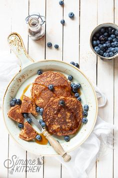 With so much leftover carrot pulp I had to make something with it and I chose to make carrot pancakes. Carrot Pancakes, Blueberry Pancakes, Ginger And Honey, Gluten Free Baking, Healthy Cooking, Carrots, Yummy Food, Breakfast, Kitchen