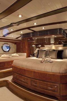 Extravagant yachts for you to pin and dream of... Get more ideias from http://glamshelf.com