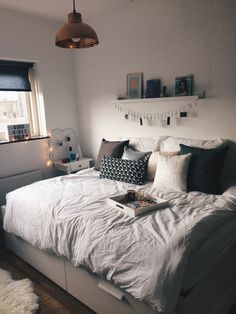 41 check this out cute dorm room ideas that your inspire 12 - Room Ideas - Apartment Decor Dream Rooms, Dream Bedroom, Master Bedroom, Bedroom Girls, Bedroom Inspo, Bedroom Decor, Bedroom Ideas, Bedroom Plants, Bedroom Designs