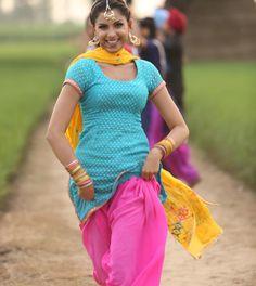 Kurta Pajama Punjabi, Punjabi Salwar Suits, Designer Punjabi Suits, Indian Designer Wear, Indian Dresses, Indian Outfits, Indian Clothes, Shalwar Kameez, Kurti