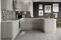 Create a sleek and modern look to your home with our Holborn Gloss Cashmere kitchen. Open Plan Kitchen Living Room, Kitchen Family Rooms, Home Decor Kitchen, Kitchen Interior, New Kitchen, Home Kitchens, Kitchen Ideas, Kitchen Modern, Country Kitchen