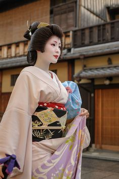 John Paul Foster is a photographer specializing in images of Kyoto, including geisha, maiko and Buddhist icons. Japanese Costume, Japanese Kimono, Japanese Art, Japanese Design, Japanese Beauty, Traditional Japanese, Geisha Japan, Geisha Art, Kyoto Japan