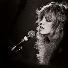 Stevie Nicks in 1976. : OldSchoolCool