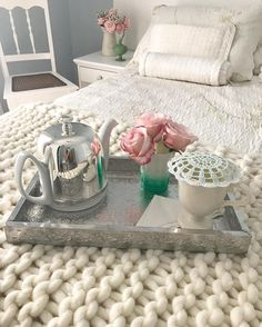 Dia chuvoso por aqui perfeito para tomar um chazinho de hortelã fresco. #amocaseirices #colecaodrbules #casadecampo #mimos