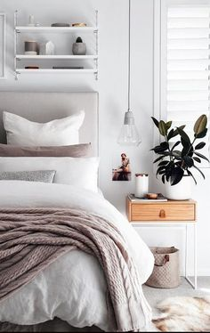 14 Fabulous Rustic Chic Bedroom Design and Decor Ideas to Make Your Space Special - The Trending House Home Decor Bedroom, Chic Bedroom, Modern Bedroom Decor, Bedroom Makeover, Apartment Decor, Bedroom Interior, Home Furniture, Modern Bedroom, Home Decor
