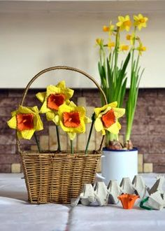 Bristol Parenting Cafe: Egg Carton Daffodils