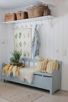 Just adore this space that has been fitted out to create a functional mudroom area. That bench-seat is a must for every ! Vibeke Design, Foyer Decorating, Style At Home, Cottage Style, Swedish Cottage, Home Fashion, Mudroom, Farmhouse Decor, Sweet Home