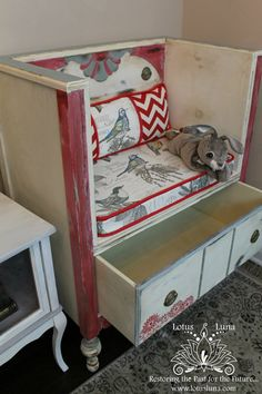 Thrift Store Outfits, Thrift Store Crafts, Thrift Store Decorating, Thrift Stores, Refurbished Furniture, Repurposed Furniture, Upcycled Furniture Before And After, Diy Furniture Repurpose, Dresser Repurposed