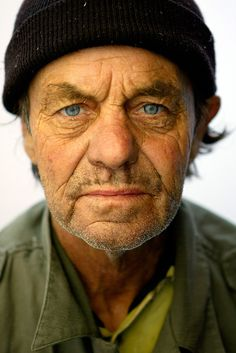 God loves the homeless. I don't know why, but I think this guy is older than he appears. He looksclean and sweet. We Are The World, People Around The World, Real People, We The People, Eric Lafforgue, Steve Mccurry, Face Reference, Anatomy Reference, Face Photography