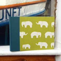 Petrol gruenes Fotoalbum mit Elefanten