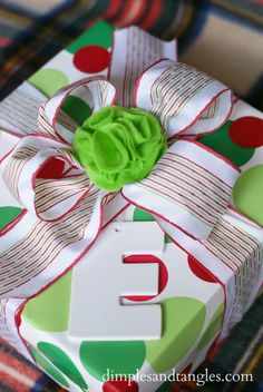 Dimples and Tangles: PLAN A PRETTY PRESENT PARTY