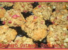 Rhubarb Oatmeal Cookies Wow, if you love Rhubarb you will enjoy this combination of rhubarb, oats and white chocolate chips.they are one chewy & moist cookie with a twist of tang and sweet. I did chop the rhubarb in the food processor to get it into sm Rhubarb Cookies, Rhubarb Desserts, Köstliche Desserts, Delicious Desserts, Dessert Recipes, Yummy Food, Easy Rhubarb Recipes, Tasty, Rhubarb Muffins