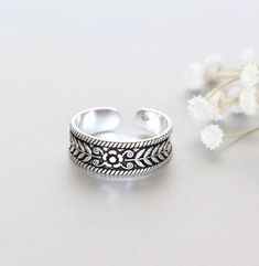 Shop unique handmade goods from OneYellowButterflyy. Toe Ring Designs, Toe Band, Silver Toe Rings, Pretty Toes, Silver Flowers, Bridesmaid Jewelry, Antique Silver, Silver Jewelry, Pendants