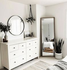 bedroom decor for couples . bedroom decor ideas for women . bedroom decor for small rooms . bedroom decor ideas for couples . Bedroom Decor For Couples, Bedroom Decor, Room Ideas Bedroom, Bedroom Interior, Minimalist Bedroom, Interior, Simple Bedroom, Small Bedroom, Home Decor