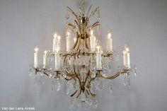 Franse kroonluchter 25935 bij Van der Lans Antiek. Meer antieke lampen op www.lansantiek.com