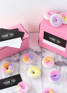 Your Guests Will Go Crazy For These Mini Wedding Favors - Wilkie Blog! How cute are these colorful wedding donuts?